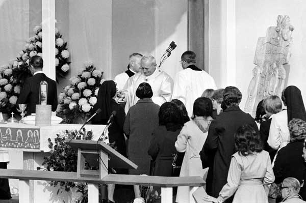 "<div class=""meta ""><span class=""caption-text "">Pope John Paul II offers communion to a nun as parishioners of Five Holy Martyrs Church await their turn during Mass in parking lot behind the church in Chicago, Il., Friday, Oct. 5, 1979.  ((AP Photo))</span></div>"